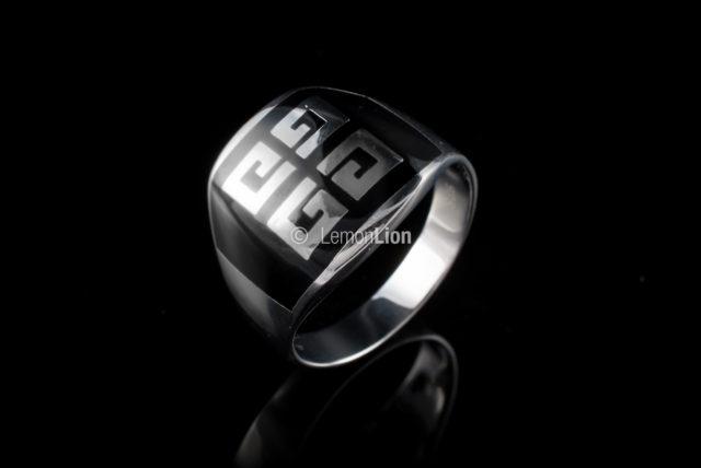lemonlion-rykon-2016-0128-sperky-polozene-prsten-stojaci
