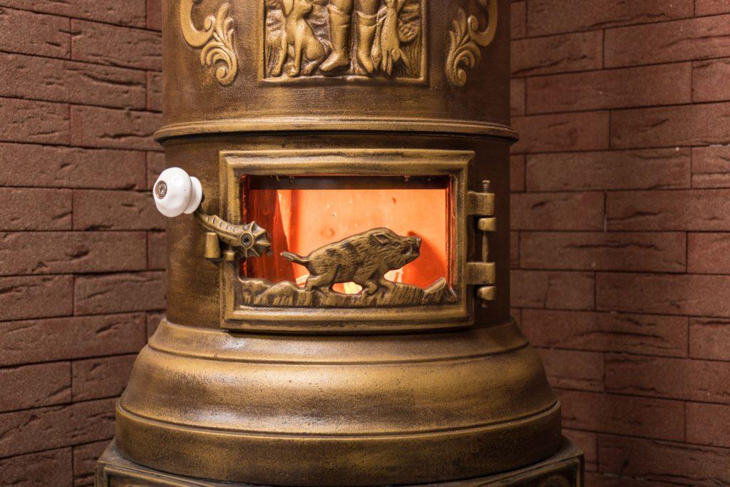 Pri fotografovaní pod profesionálnymi svetlami sa ukázalo obzvlášť ťažké zachytiť oheň.